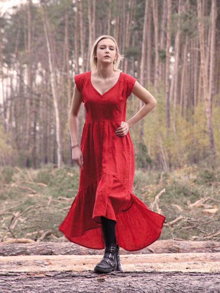 suknia z fqalbaną