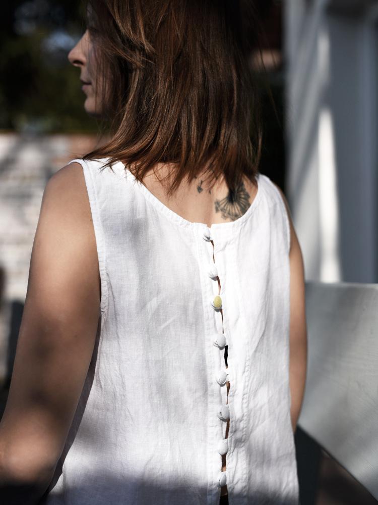 lniana koszulka biała z guzikami