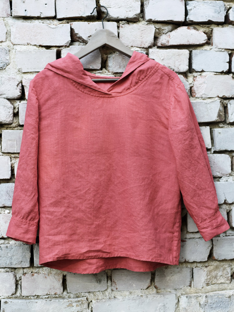 bluza z lnu czerwona z kapturem