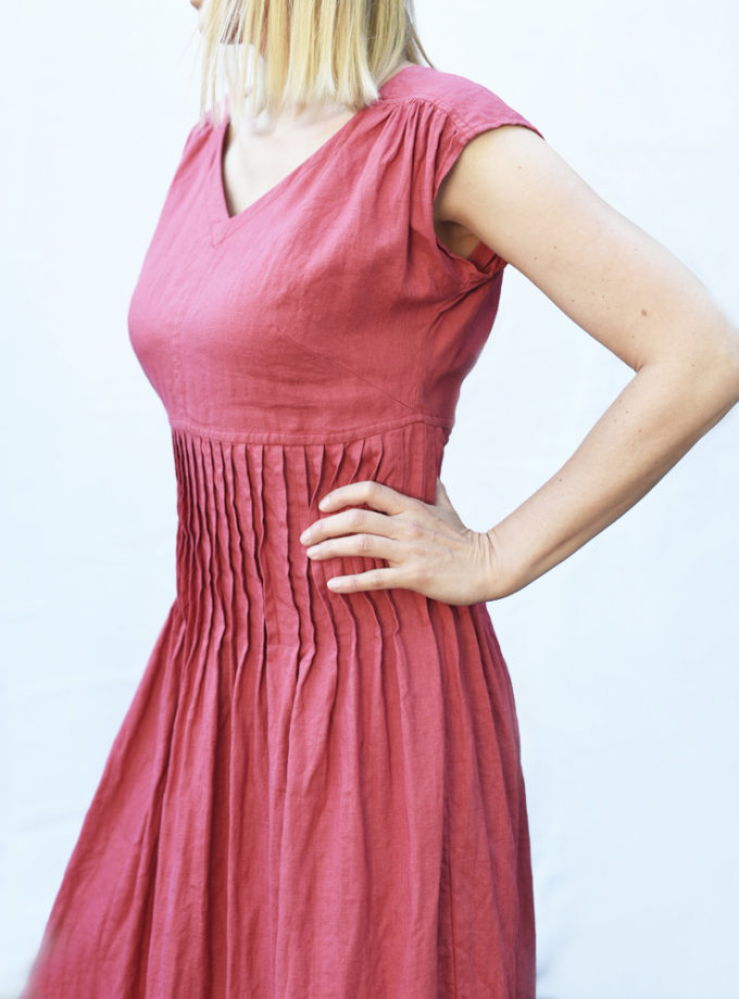 Czerwona plisowana sukienka długa