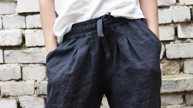 Jak nosić lniane spodnie?