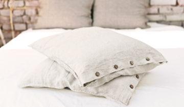 Ubierz swoje łóżko na lato w naturalny lniany kolor.