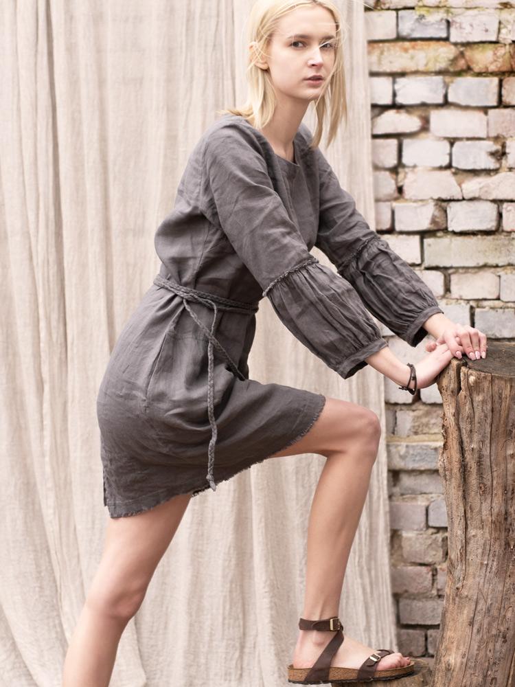 sukienka z lnu z bufiastymi rękawami