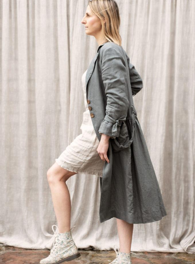 długi lniany płaszcz